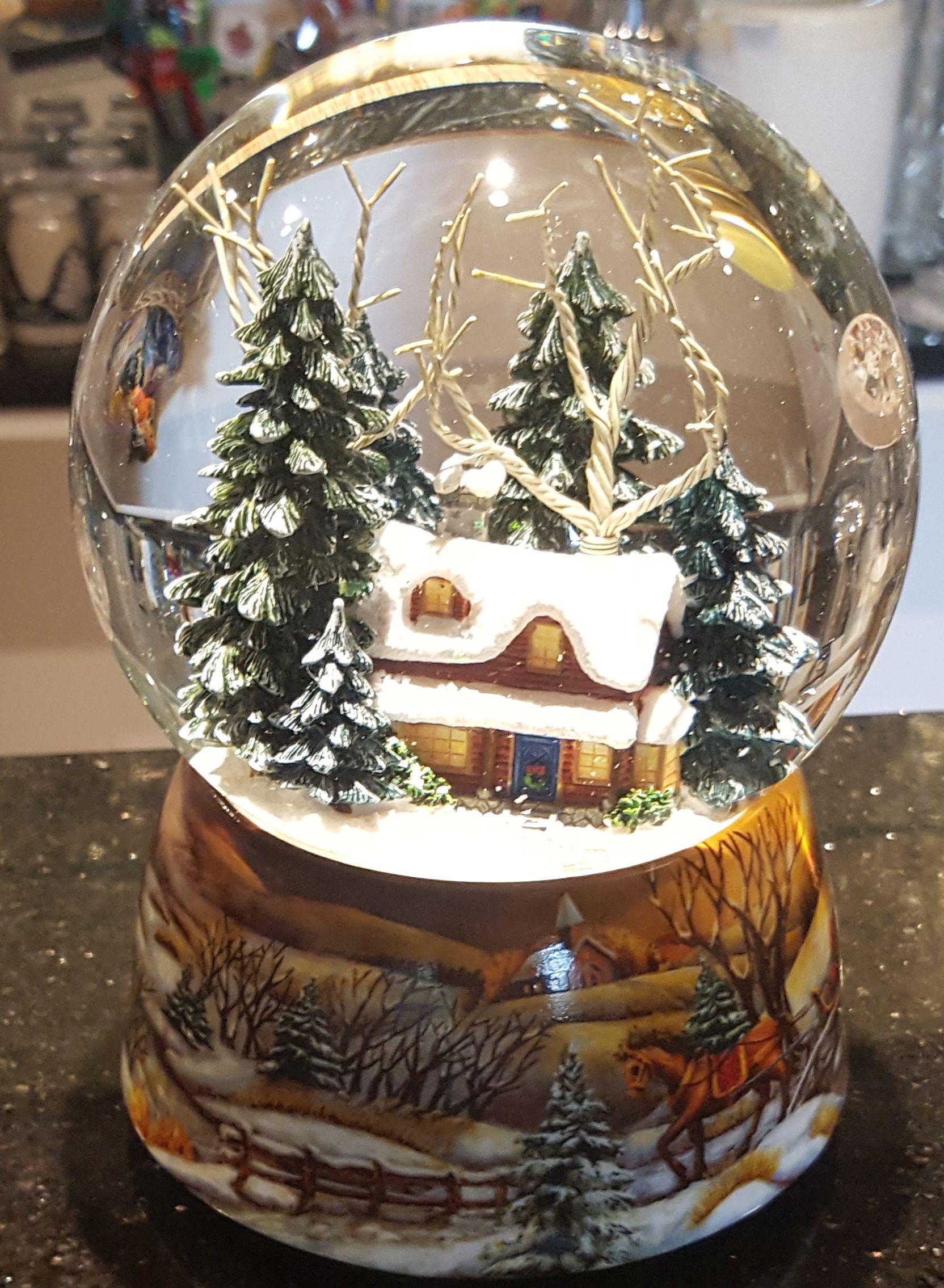 schneekugel spieluhr winterwald mit bewegung 16 cm erzgebirge spieluhr schneekugeln. Black Bedroom Furniture Sets. Home Design Ideas